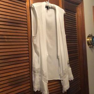 NWOT XL sleeveless white kimono w/ attractive lace